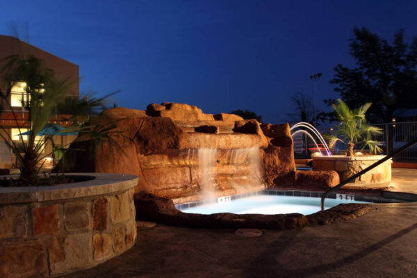 medium-hot-tub-grotto-at-student-apartments-in-denton