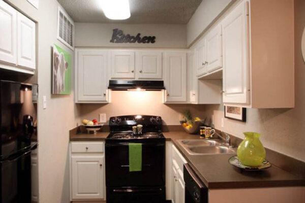 medium-spacious-kitchen-at-student-apartments-in-denton
